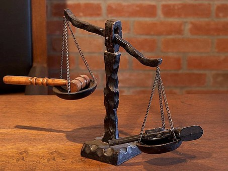 justice-387213__340.jpg